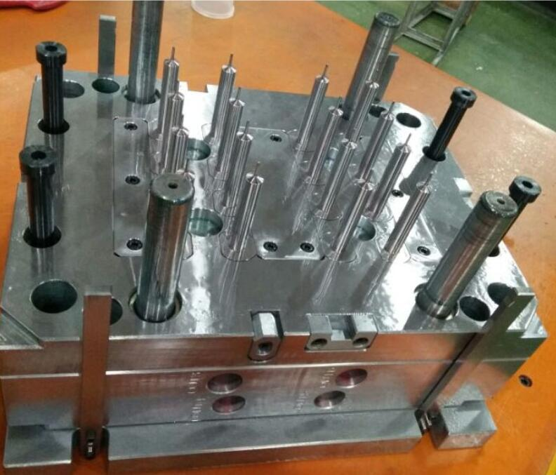 medical syringe mold design from China company